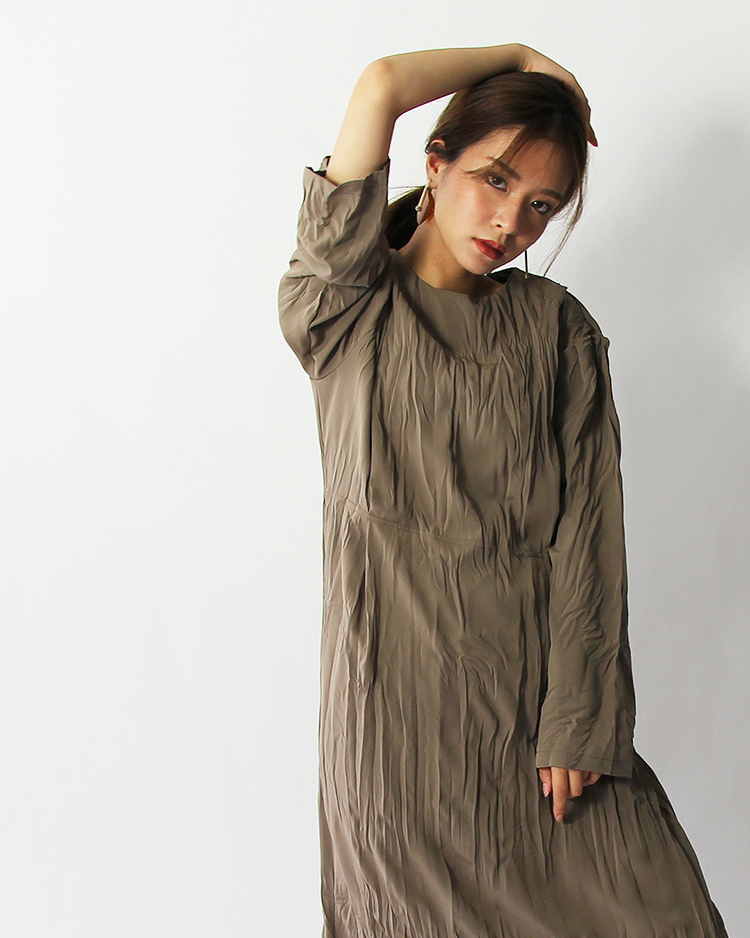 Wrinkle color one-piece